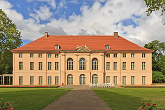 Berlin_Schloss_Schoenhausen_06-2014