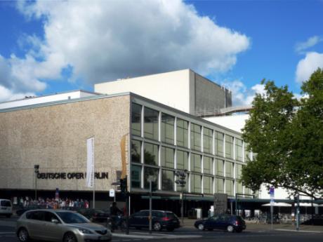 Deutsche_Oper_Berlin,_Teilansicht_von_Südosten